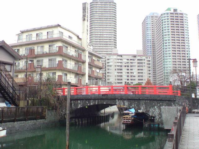 佃の住吉神社の赤い橋