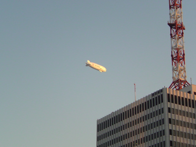 有楽町上空に飛行船